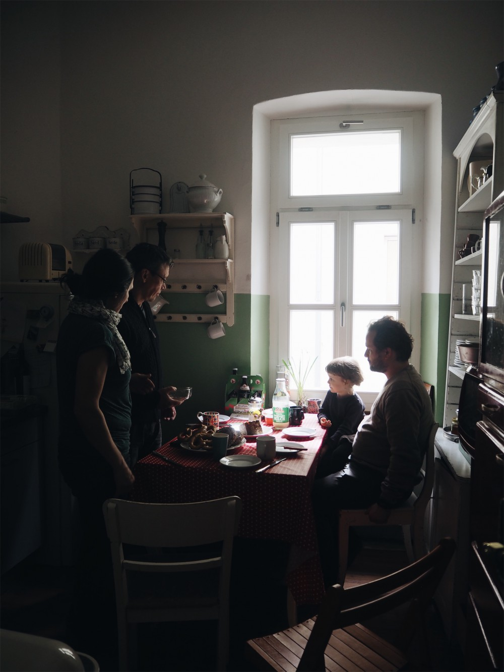 evafedeveka_photographer_photography_kitchen_window_family_light_vermeer