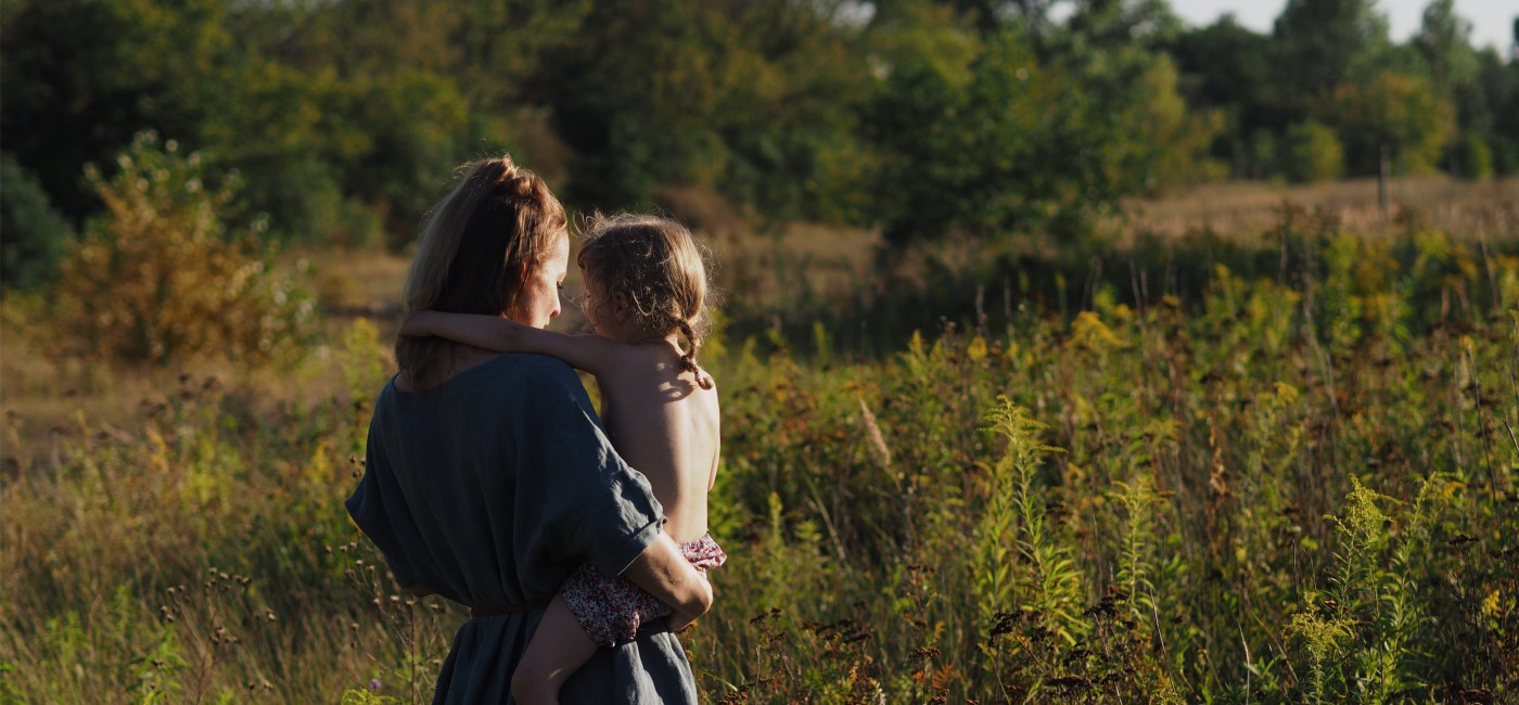 evafedeveka_photography_mother_child_latesummer_evening_meadow